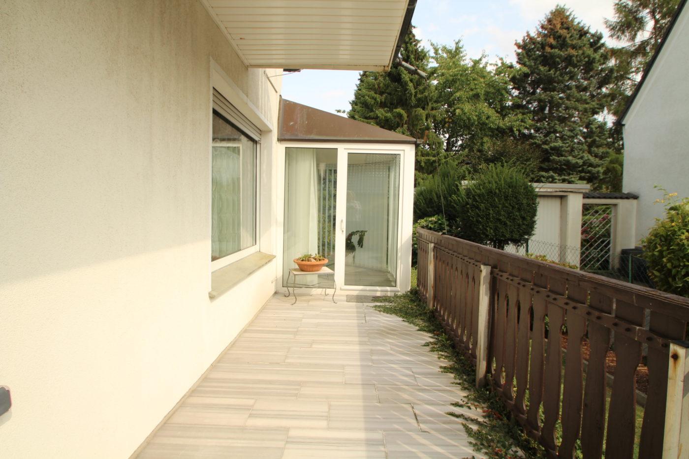 Vorher Foto Blickfang Home Staging. Der Aussenbereich wird oft vernachlässigt. Gerade beim Verkauf sollte auch hier auf eine optimale Immobilienpräsentation geachtet werden