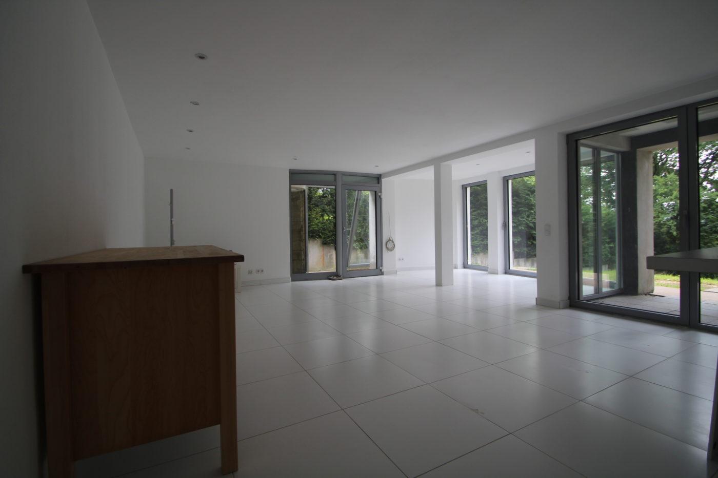 Blickfang Homestaging macht aus Immobilien ein Zuhause. Der Verkäufer verkauft ein Haus, aber der Käufer sucht ein Zuhause! Ein Zuhause ist auf diesem Foto noch nicht zu erkennen