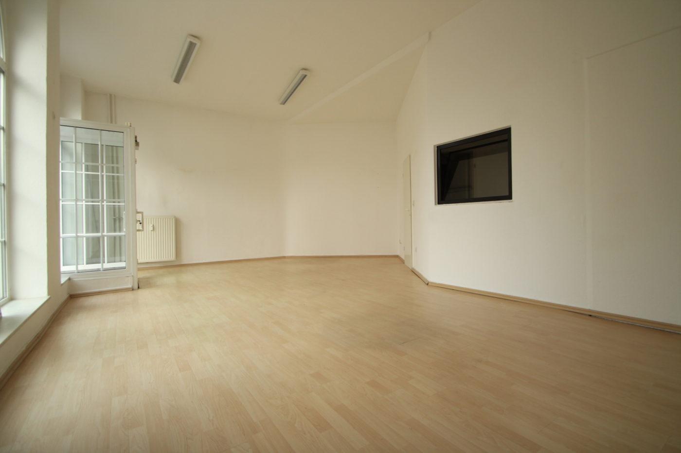 Wie nutze ich diesen Raum? Wie teile ich ihn auf? Auf dem Vorher Foto sieht man noch nicht das volle Potenzial dieser Immobilie. Nach dem Homestaging sah das schon ganz anders aus