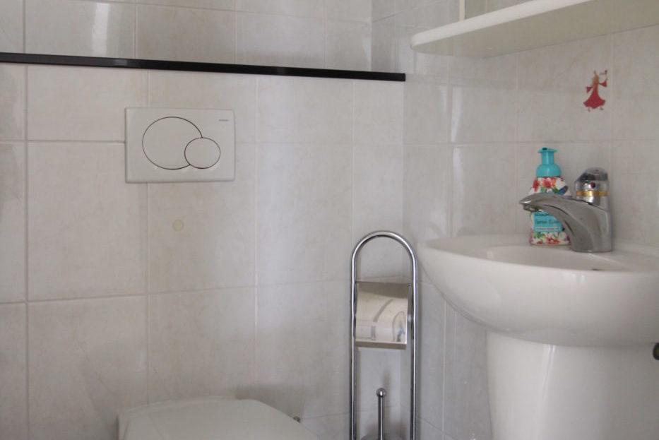 Vorher Foto vom Gäste-WC. Gäste-WC vor dem Homestaging durch Blickfang Homestaging in Soest
