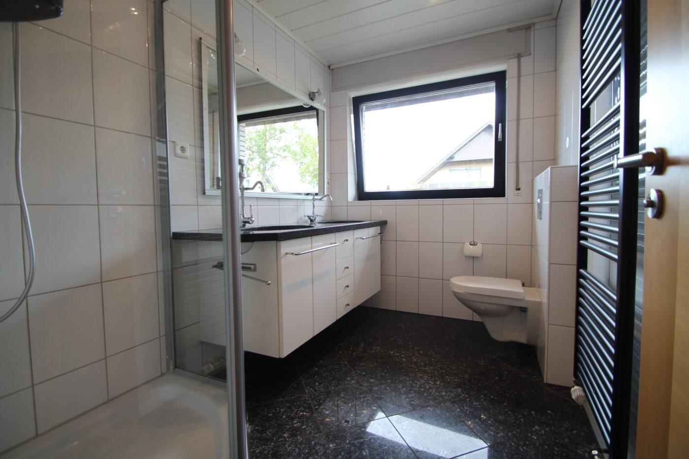 Vorher Foto vom Bad. Bad vor dem Homestaging durch Blickfang Homestaging in Soest