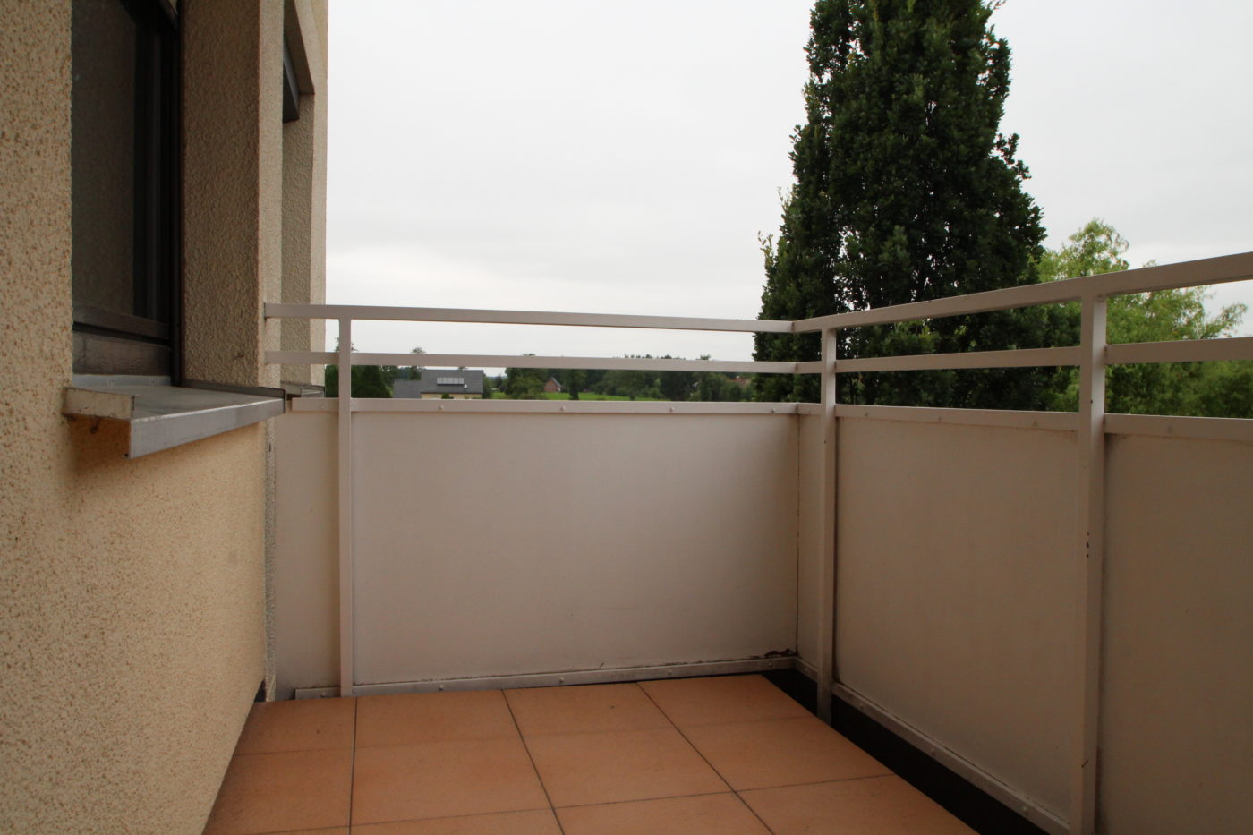 Vorher Foto vom Balkon. Balkon vor dem Homestaging durch Blickfang Homestaging in Soest