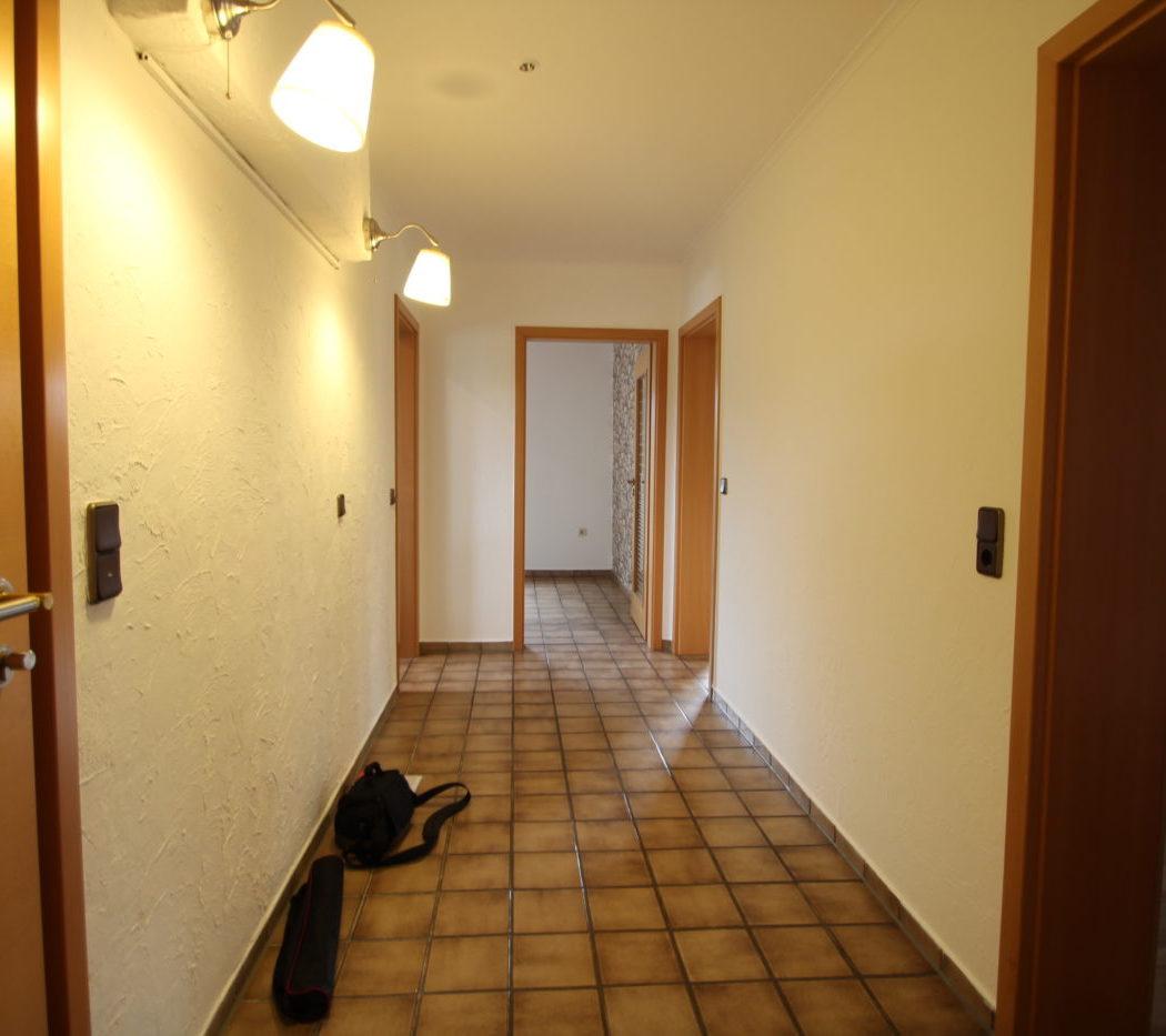 Vorher Foto vom Flur. Flur vor dem Homestaging durch Blickfang Homestaging in Soest