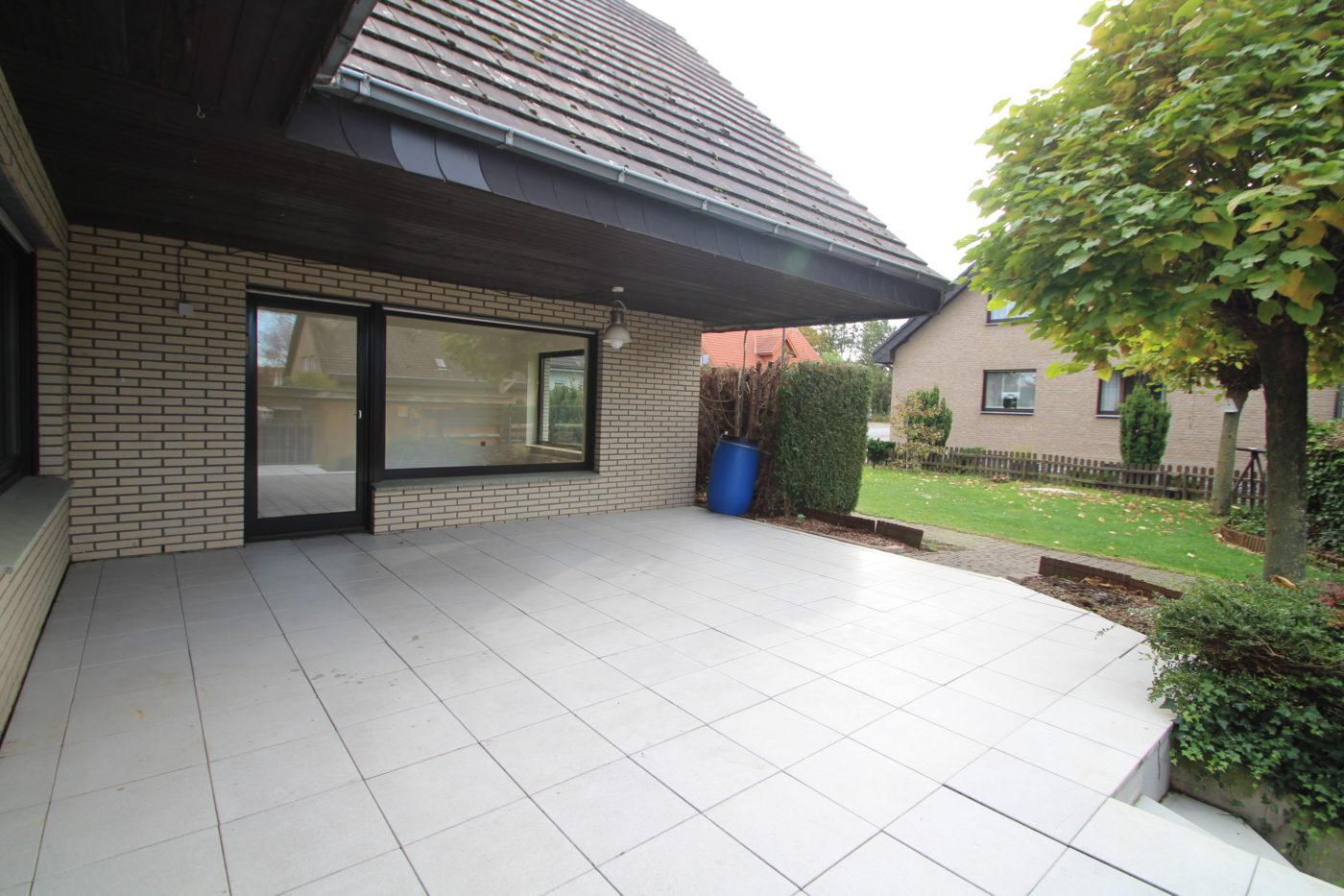 Vorher Foto der Terrasse. Terrasse vor dem Homestaging durch Blickfang Homestaging in Soest