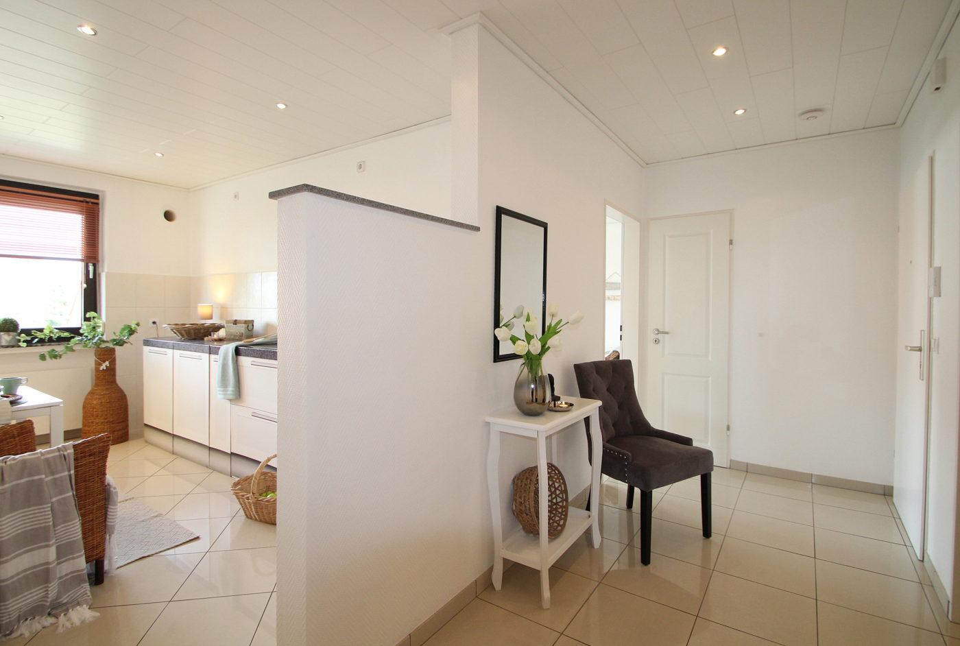Diele und Küche nach dem Homestaging durch Nicole Biernath von Blickfang Homestaging in Soest