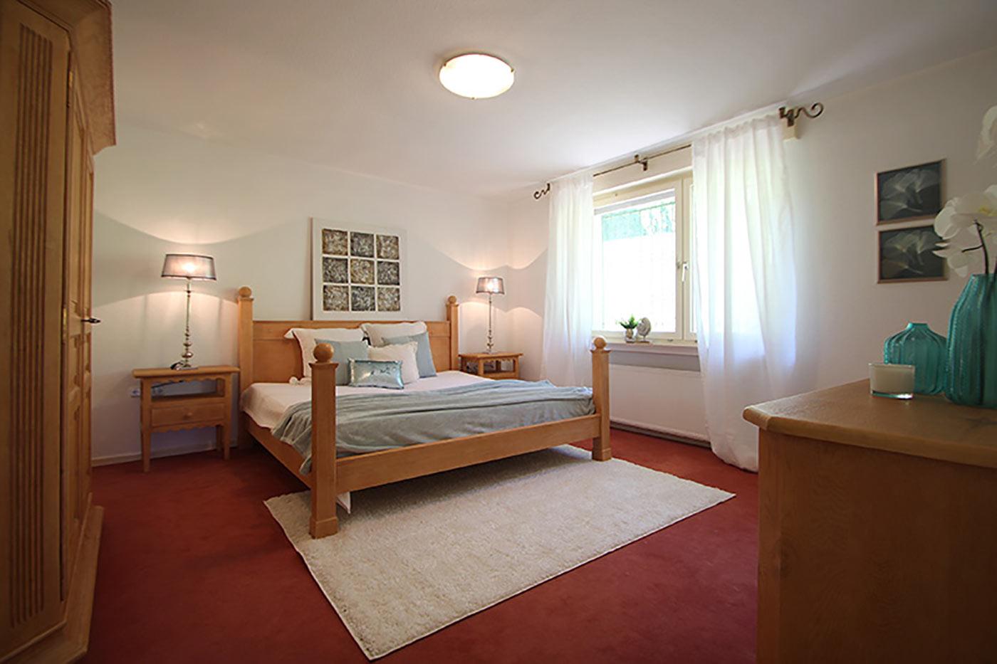 Homestaging für das Schlafzimmer in Türkis und Gold durch Blickfang Homestaging - Nicole Biernath