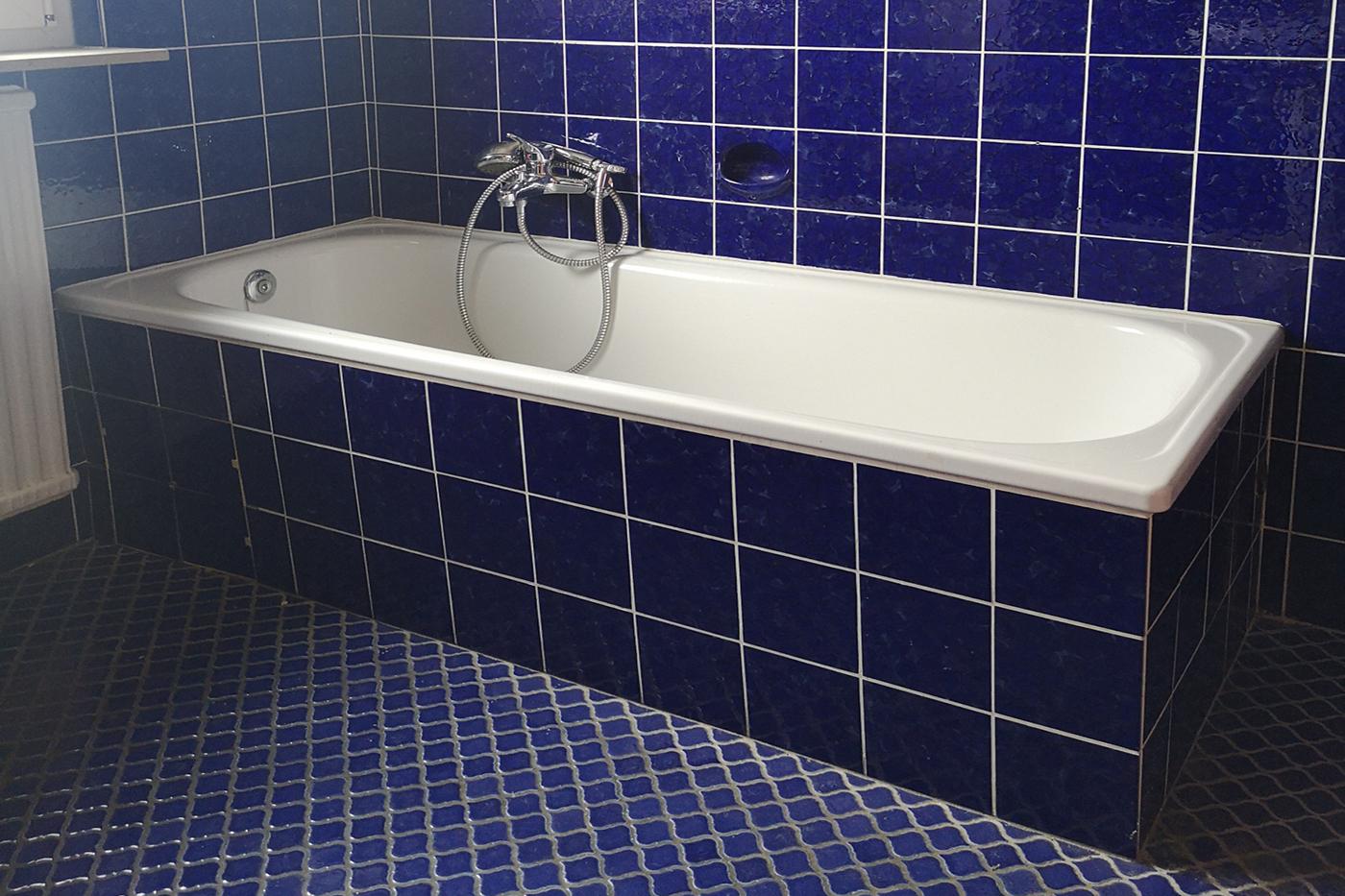 Vorher-Foto vom Bad und der Badewanne | Blickfang Homestaging in Soest